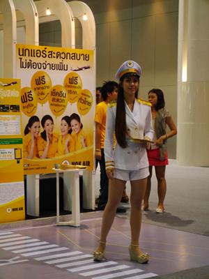 タイのLCC・ノックエアのブース きれいなお姉さん発見
